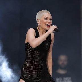 Jessie J will have an operation on her bad ankle at Christmas